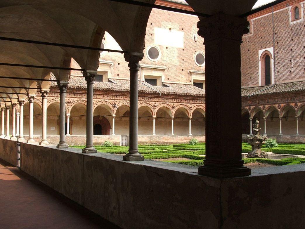 1280px-Certosa_di_Pavia_chiostro_piccolo